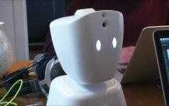 Sergančius vaikus mokyklos suole pavaduos robotai
