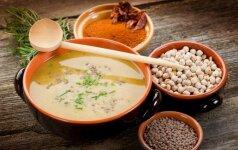 TOP 5 idėjos greitai vakarienei: sočios ir šildančios sriubos