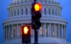 JAV Kongresas patvirtino vyriausybės išlaidas vienai savaitei, kad turėtų laiko priimti pagrindinį įstatymą