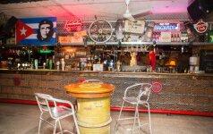 Kubietišką barą įkūrė buvusioj bombų slėptuvėj: vilioja nušiurusia prabanga ir aistringais šokiais