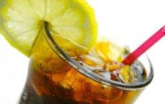 Ekspertas perspėja: netinkamai paruošta šalta arbata gali būti kenksminga