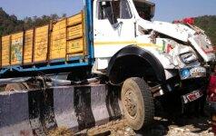 Indijoje per sunkvežimio avariją žuvo 16 maldininkų