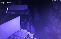 Parduotuvės vaizdo kameros užfiksavo žemės drebėjimo Italijoje akimirkas