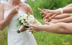 Griūk iš juoko: netradicinės pamergių fotosesijos iš vestuvių FOTO