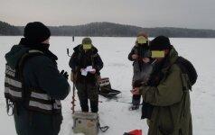 Pričiupo nedrausmingus žvejus: mokės didžiules baudas ir neteks žvejybos įrankių
