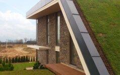 Gamtos ir šilto namų jaukumo harmonija 280 kv.m. būsto projekte su žaliu stogu