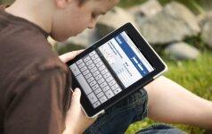 Tyrimas: dauguma vaikų internete kasdien praleidžia bent 3 valandas
