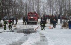 Neįvertinęs ledo storio rokiškėnas paskandino automobilį