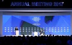 Davosas: JAV vadovų atlyginimai 130 kartų viršijo eilinių darbuotojų algas