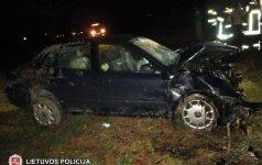 Šakių rajone po automobilio smūgio į medį sužalotos keturios moterys
