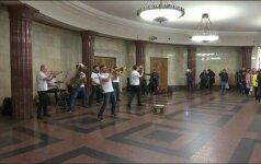 Maskvoje skamba gyva muzika metro keleiviams