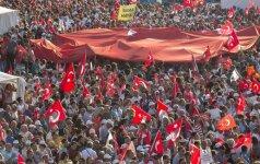 """Turkijoje """"vienybės"""" mitingas pasmerkė perversmą"""