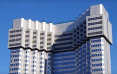 Pasižiūrėkite: japonai griauna dangoraižius savitu būdu