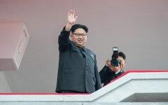 Šiaurės Korėjos lyderis įspūdingas sumas iššvaistė jį linksminusių merginų apatiniams ir korsetams