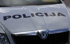 Klaipėdoje policijos pareigūnas perėjoje automobiliu sužalojo pėsčiąją