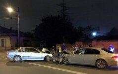 Kaune kaktomuša susidūrė du BMW: sužeisti trys žmonės