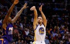 """S. Curry vėl laidė tritaškius iš 9 metrų, o """"Warriors"""" toliau grasina """"Bulls"""" rekordui"""