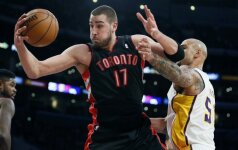 """J. Valančiūnas su """"Raptors"""" klubu sugadino """"Lakers"""" ekipos lyderio K. Bryanto sugrįžimo šventę"""
