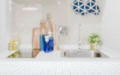 Keramikinių plytelių stalviršiai virtuvėje: privalumai bei trūkumai