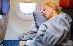Miegodami lėktuve, kai keičiasi jo aukštis, galite pakenkti savo klausai (Linos)