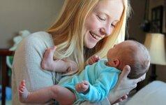 7 argumentai, kodėl gimusį vaiką reikia kuo dažniau glausti prie savęs