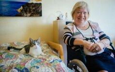 Negalią turinčiai Janinai priglausta katė tapo gyvenimo brangakmeniu