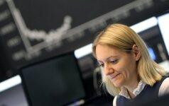 Europos akcijų indeksus smukdo pingančios bankų akcijos