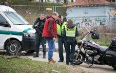 Nemenčinės plente motociklininkas partrenkė merginą