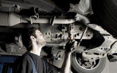 Nelaimė Kaišiadorių r.: remontuojamas automobilis mirtinai prispaudė vyrą