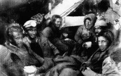 Tragiško išsigelbėjimo istorija: kad liktų gyvi, teko valgyti mirusius bendrakeleivius