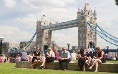 Feisbukas ūžia: po lemtingo britų sprendimo – aštri emigrantų reakcija