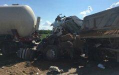"""Kelyje """"Via Baltica"""" susidūrė sunkvežimiai, sutrikdytas eismas"""
