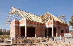 Lietuviai šito nenori girdėti: patys statydami namą darote nusižengimą