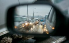 Kelininkai perspėja apie slidžius kelio ruožus rytiniuose rajonuose