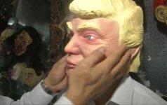 Kaip Kinijoje štampuojamos D. Trumpo kaukės
