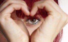 Flirtuok akimis: 10 triukų prikaustyti jo dėmesį!