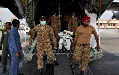 Pakistanas po 153 gyvybių pareikalavusio benzinvežio sprogimo niūriai mini Ramadano pabaigą