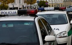 Įsibrovėliai nusiaubė JAV ambasados darbuotojų pastatą Vilniuje