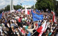 Lenkijos senatas pritarė kontraversiškai Aukščiausiojo Teismo reformai
