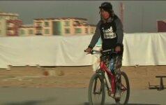 Dviratininkams Kabule sportuoti yra pavojinga dėl savižudžių sprogdintojų