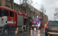 Sujudimas sostinėje: J. Jasinskio gatvėje dėl gaisro apsunkintas eismas