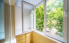Alergologė atskleidė, kas pro atvirus langus vasarą patenka į namus