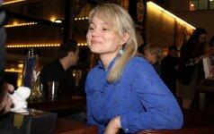 Aktorė Neringa Nekrašiūtė eglutės įžiebimo šventėje suspindo mėlyna suknele