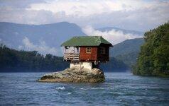 Vieno kambario namas upėje