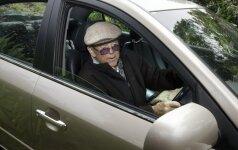 Senolis vairuoja