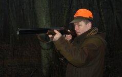 Nusitaikė į medžiotojus: karo atveju teks griebti šautuvus