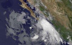 Ties Meksika Ramiajame vandenyne siautėja du uraganai ir viena atogrąžų audra