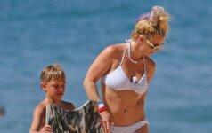 Liemenėlę nusisegusios Britney Spears krūtys pasirodė kaip ant delno