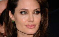 Pirmą kartą po skyrybų skandalo pagaliau nufotografavę A. Jolie, paparacai labai nustebo FOTO