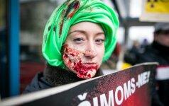 Anti-atominiai zombiai šeštadienį užplūdo užsienio šalių ambasadas
